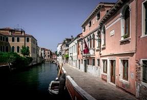 Il nuovo Excess Venice boutique sul canale in Dorsoduro foto Excess Venice
