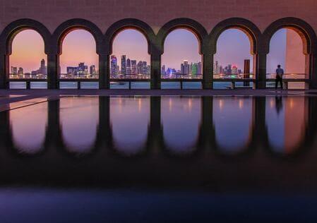Qatar atmosfere arabeggianti e città moderne foto di Florian Wehde via Unsplash