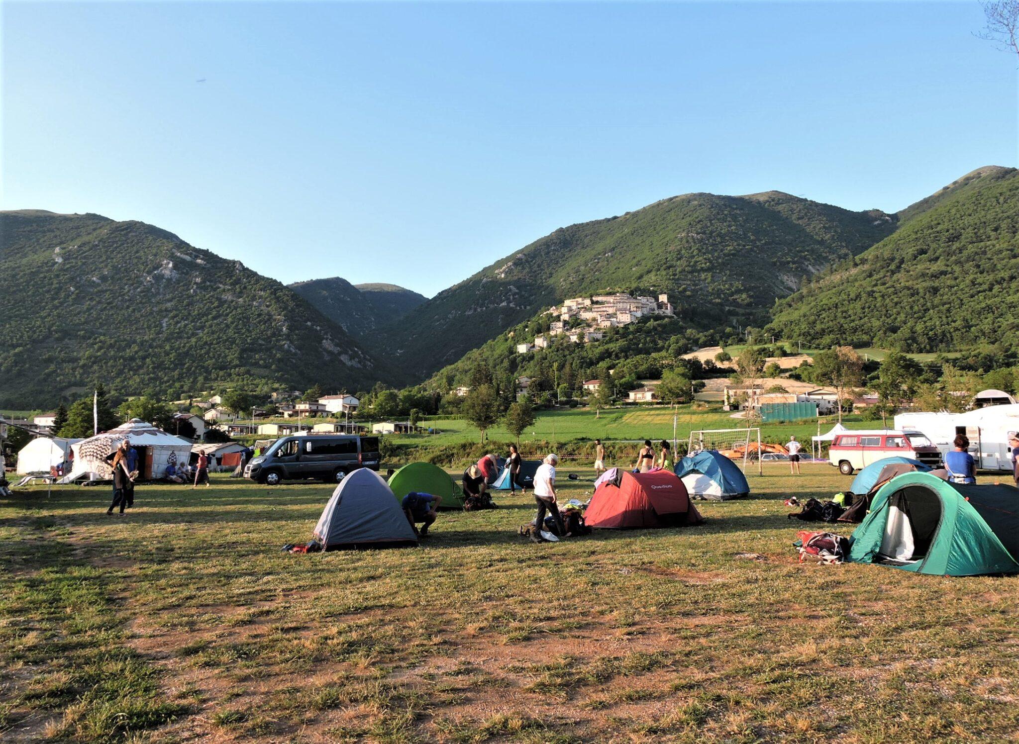 Cammino terre mutate tenda campi norcia 2020 1 scaled